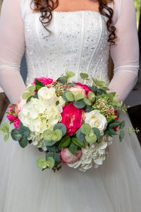 kp club wedding photography Close up of the brides bouquet