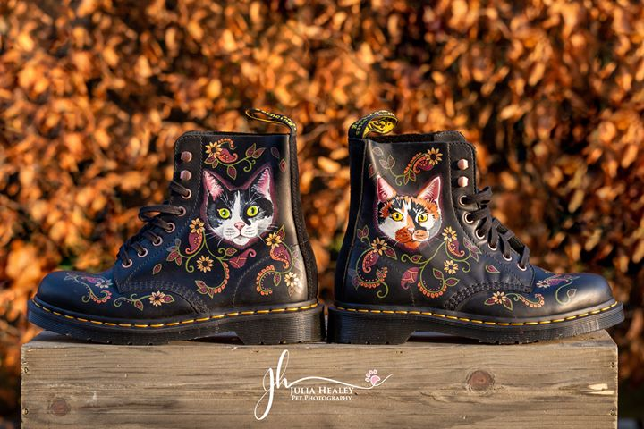 dr-martens-boots-with-cat-portraits